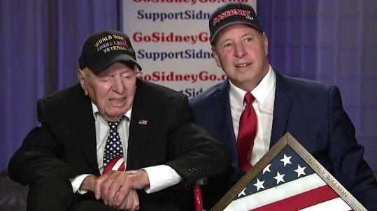 101 år gammal veteran Sidney Walton från andra världskriget hedrad som 'Unsung Hero' vid Fox Nation Patriot Awards